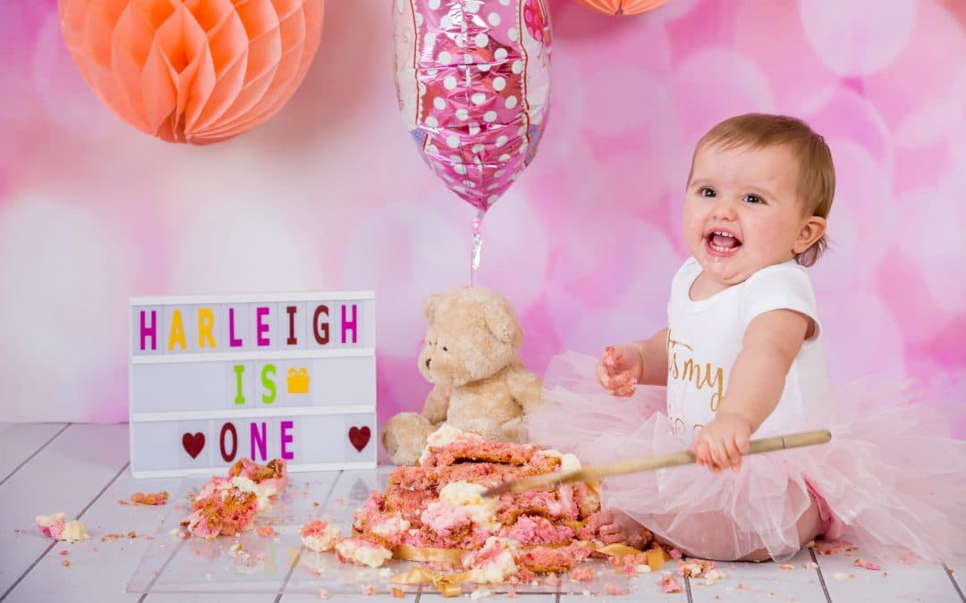 Celebrate your first birthday with a cake smash photo shoot